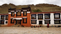 Album / Tibet / Shigatse / Tashilhunpo Monastery / Polishing the Golden Roof / Polishing the Golden Roof 3