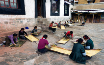 Album / Tibet / Shigatse / Tashilhunpo Monastery / Polishing the Golden Roof / Polishing the Golden Roof 5