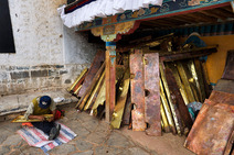 Album / Tibet / Shigatse / Tashilhunpo Monastery / Polishing the Golden Roof / Polishing the Golden Roof 6